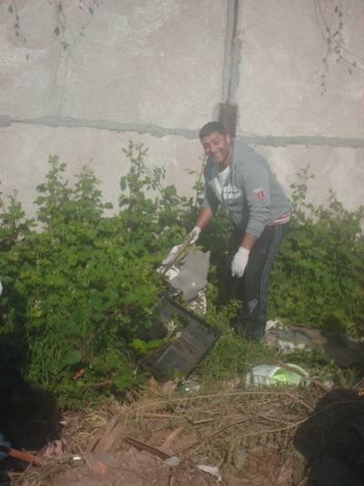 PLOIEŞTI/22 de deţinuţi au făcut curăţenie în cartierul Mimiu