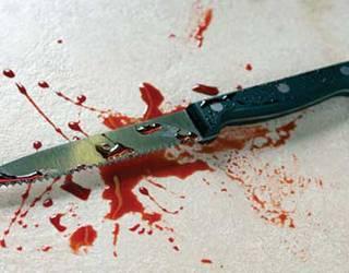 Un bătrân a murit încercând să-şi înjunghie fiul