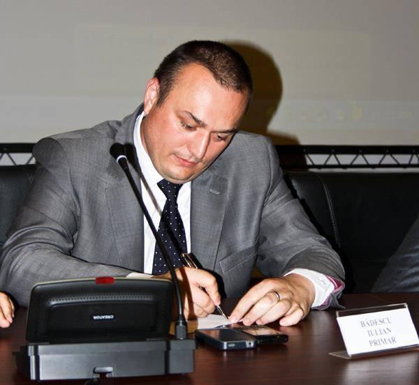 Iulian Bădescu a demisionat din funcţia de primar al Ploieştiului