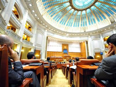 Guvernul Dăncilă a trecut fără emoţii de votul Parlamentului