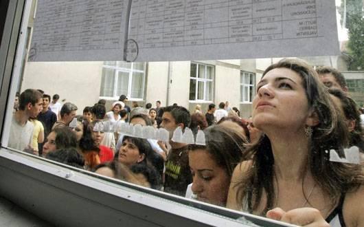 A început Bacalaureatul 2014. Prima probă: limba şi literatura română