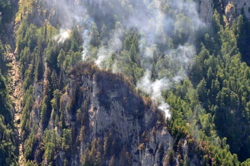 Mobilizare generală pentru stingerea incendiului din masivul Bucegi UPDATE