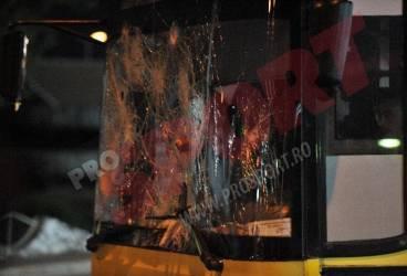 Suporterii Universității Craiova i-au tratat pe fanii Petrolului într-un mod incalificabil: au aruncat cu bolovani în autocarele venite de la Ploiești!!!