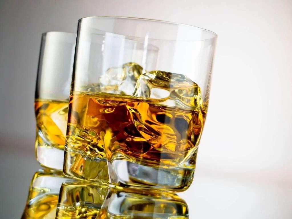 Cantitate uriaşă de alcool confiscată de poliţişti
