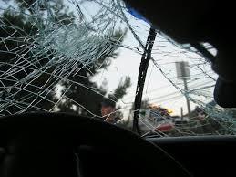 Accident cu 3 maşini implicate în intersecţia Podul Înalt cu Malu Roşu