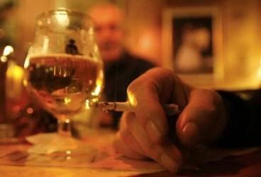 Scandal într-un bar din Slănic, întrerupt de poliţişti