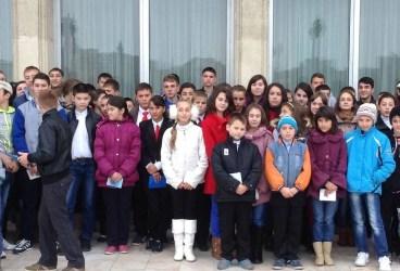 Elevi din Ceptura şi Fântânele în vizită la Palatul Parlamentului