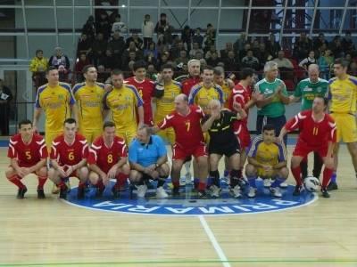 Meci_al_amintirilor_in_noua_sala_a_sporturilor_din_Blejoi_Ionut_Pana
