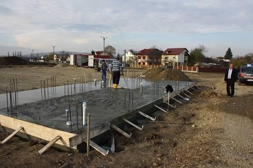 PĂULEŞTI. Au început lucrările la terenul de minifotbal din satul Găgeni