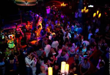 Ce au găsit poliţiştii într-o discotecă din Breaza