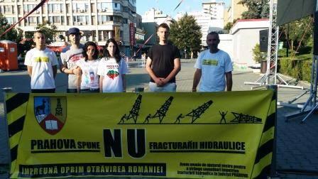 Grevistul foamei din Piața Universității, în protest și la Ploiești/ Strângere de semnături împotriva fracturării hidraulice