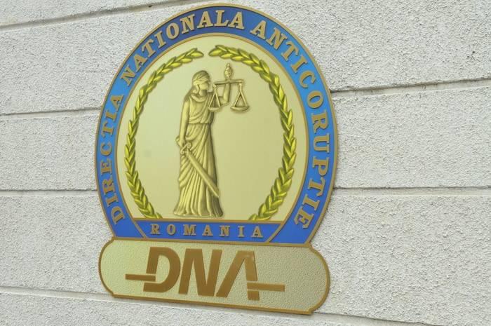 Mircea Roşca, Adrian Strâmbeanu, Simona David, Mihail Fâcă, Adrian Semcu – trimişi în judecată de DNA