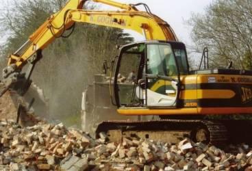 Mai multe construcţii de pe strada Cosminele din Ploieşti vor fi demolate