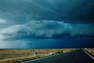 Ploi torenţiale, vijelie şi grindină în toată ţara. Vezi avertizarea