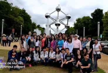 VALENII DE MUNTE la timpul prezent 24 iulie 2015 Elevi Bruxelles  p 1