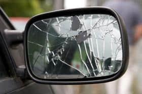 Prins după ce a vandalizat 5 maşini de pe strada Cameliei
