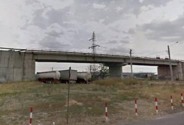 Lărgirea podului din zona Auchan, în pericol din cauza unei conducte