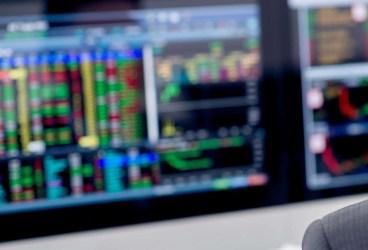 Percheziţii la brokeri neautorizaţi care acţionau pe platforme online fictive