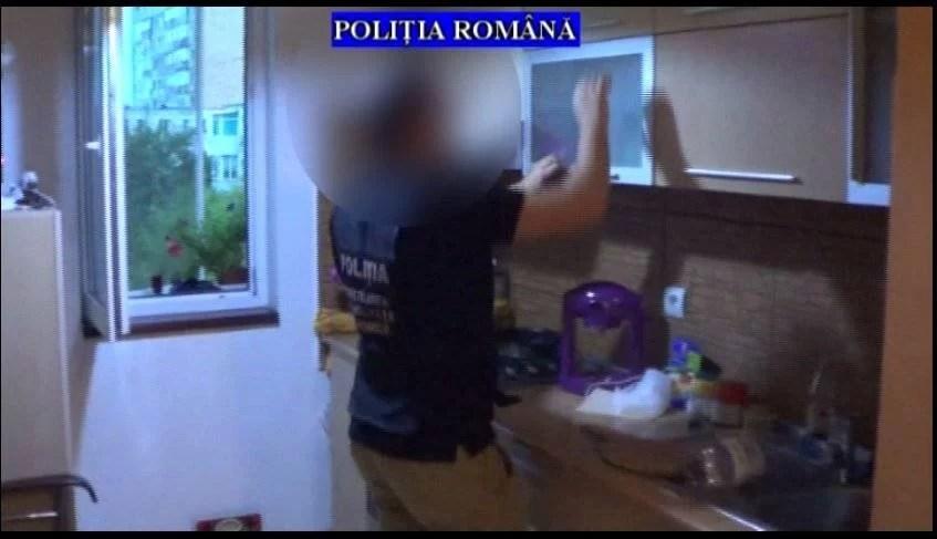 VIDEO – Ce au ridicat poliţiştii de la locuinţele suspecţilor de evaziune fiscală şi spălare de bani