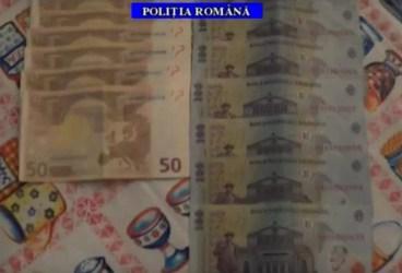 VIDEO – Furturi din bancomate la Ploieşti. Ce-au găsit poliţiştii acasă la suspecţi