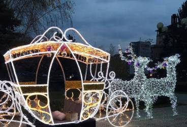 SGU a început montarea ornamentelor luminoase de sărbători în Ploieşti