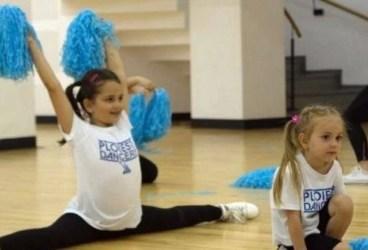 """""""Ploiești Dancers"""" vrea să bată recordul la numărul de mini-majorete înscrise. Luna aceasta, cursurile sunt GRATIS!"""