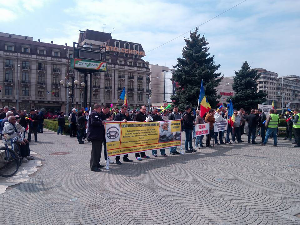 Salariaţii TCE Ploieşti protestează în faţa Palatului Administrativ
