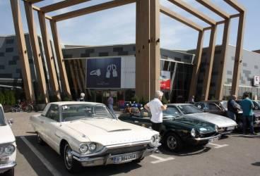Maşini de colecţie în parcarea Ploieşti Shopping City. Raliu pe trasee din Prahova – GALERIE FOTO