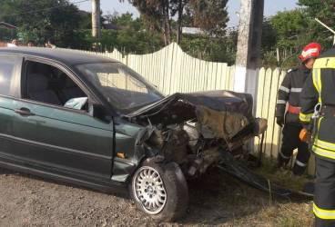 Un şofer a intrat cu maşina în scuarul staţiei de tramvai. A fost dus la spital pentru stabilirea alcoolemiei