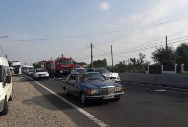Trei autoturisme implicate într-un accident la Sinaia