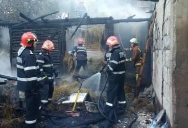 Incendii puternice la Păuleşti, Valea Doftanei şi Izvoarele