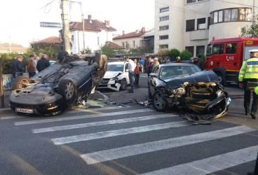 Accident pe strada Democraţiei din Ploieşti. O persoană rănită