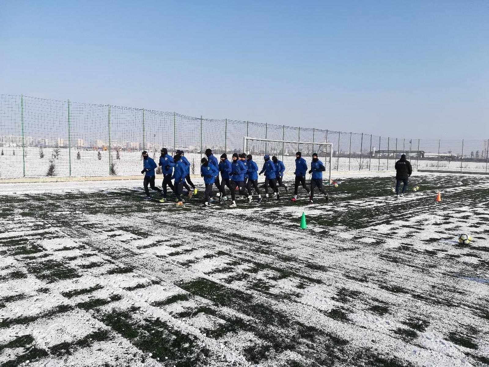 """""""Lupii"""" încep meciurile amicale din 2018 acolo unde le-au încheiat pe cele din 2017: pe-un sintetic de la… Câmpina!"""