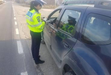 Permise reţinute şi zeci de amenzi aplicate după acţiunea de la Vălenii de Munte a poliţ