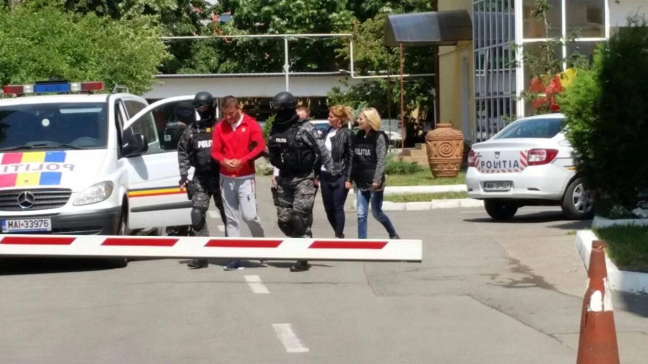 Poliţişti prahoveni au făcut percheziţii în Giurgiu la jefuitorii de maşini