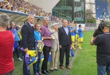 """Mitică Munteanu, la 86 de ani, a dat cu piciorul în minge pe noul """"Ilie Oană""""!"""