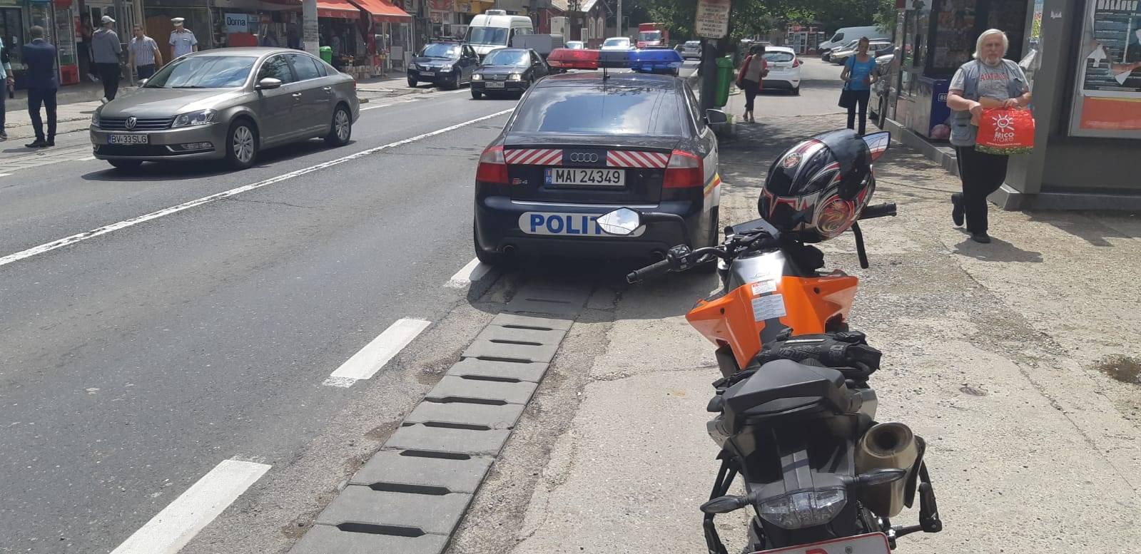 Motociclist amendat pe DN1 pentru aventuri printre autospeciale, linie continuă şi trecere de pietoni