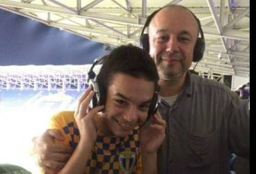 """Petru Marinache, fiul fostului jurnalist de la Pro TV, Dan Marinache, apără la vârsta de 16 ani poarta juniorilor """"A"""" de la Petrolul. Puștiul a lăsat Bucureștiul pentru a juca la echipa de suflet!"""