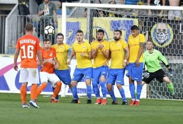 FC Argeș – Petrolul, într-o vreme un derbi la Divizia A. Acum, cap de afiș în Liga 2… neonorat de galerii!