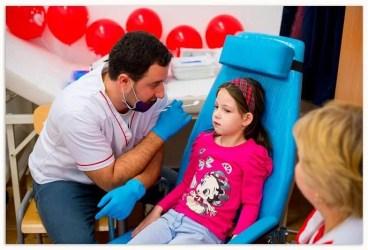 Consultaţii stomatologice gratuite pentru elevii de la două colegii din Ploieşti