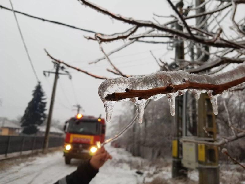 Îngheţul a lăsat localităţi prahovene fără curent electric