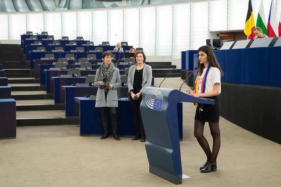 """Elevi din Văleni, """"europarlamentari"""" la Strasbourg"""