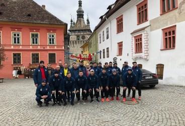 Cantonamentul Blejoiului de la Sighișoara a debutat cu… sărbătorirea schimbării de prefix a lui Claudiu Stoica. În Ardeal, s-a îmbinat pregătirea cu puțin turism!