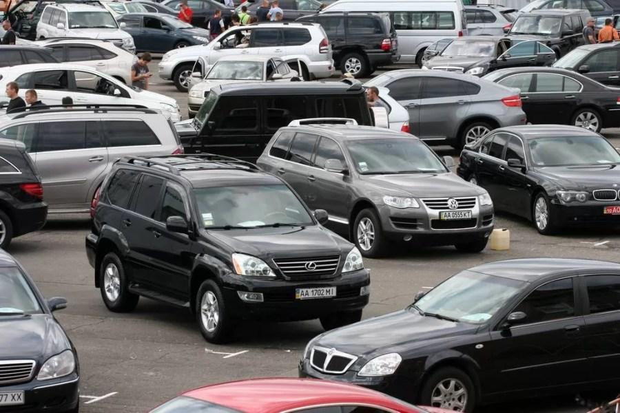 Cumpărarea unei mașini la mâna a doua – o loterie? Află ce trebuie să faci pentru a nu fi înșelat!