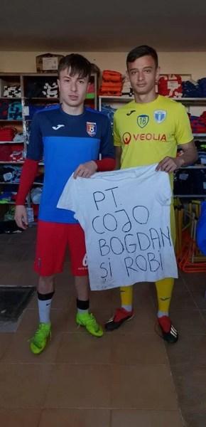 Colegi de generație, dar adversari duminica trecută, Țicu și Șerban s-au pozat în vestiarul Chindiei cu un mesaj bine țintit!