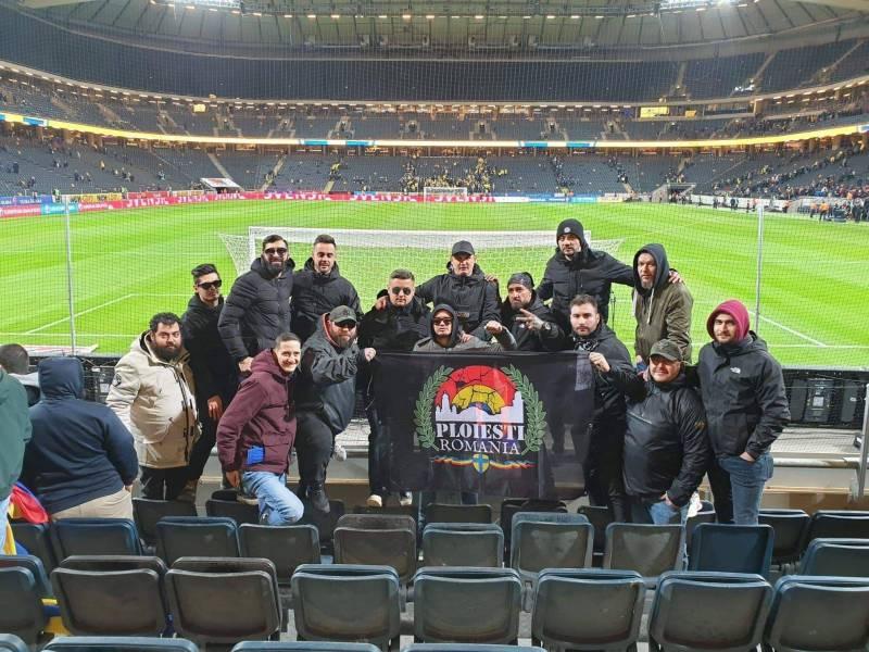 """P1 a fost prezentă la Solna în… peluza """"Råsunda Fotbollstadion-Friends Arena"""". Roby, Sponsoru & Co. i-au încurajat pe tricolori cu Suedia"""
