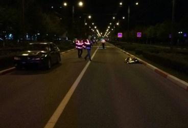 Femeie neidentificată omorâtă în accident de maşină, aseară, pe Bulevardul Republicii