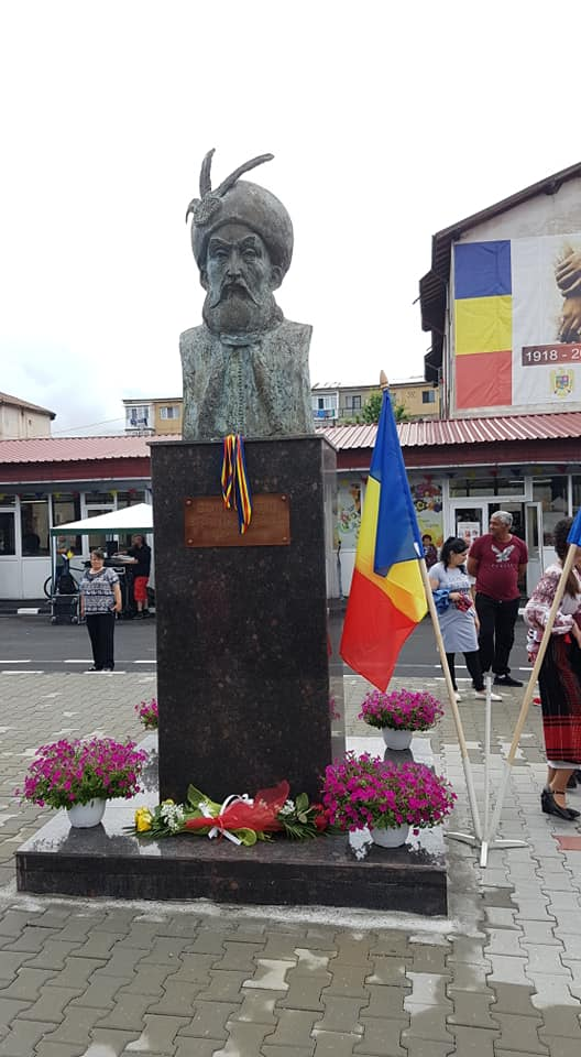 Bustul de bronz al lui Constantin Brâncoveanu, dezvelit la Filipeştii de Pădure