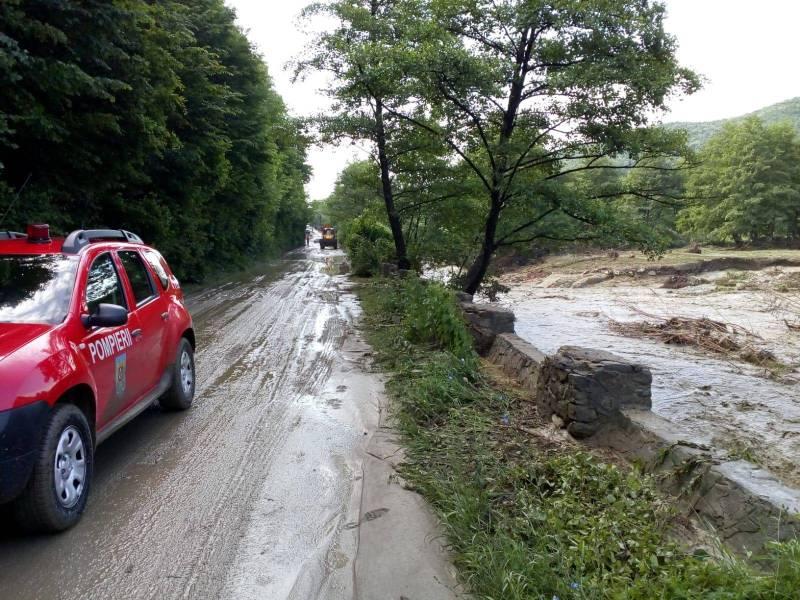 Ploile de aseară au inundat zona de nord a judeţului