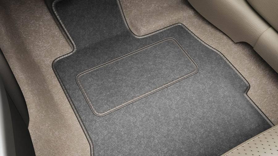 Protejați interiorul mașinii folosind covorașe auto de calitate! Care sunt cele mai durabile covorașe pentru autovehicule?